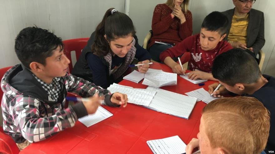 Zarokên Aware Fêrî Nivîsîna Edebiyatê Dibin